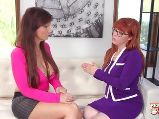 babe Seduces Her Therapists bisexual