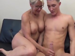sexy sexy mature mom with big tits in homemade sex mom