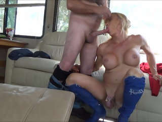 ladyboy (shemale) STEFANI BOOTS, THIS SHEMALE IS A LEGEND blowjob (shemale)