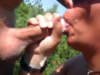amateur Dogging beach milf wwallowing lots of cum from strangers cumshot