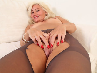 flaps English milf Ellen fingers her meaty fanny flaps meaty