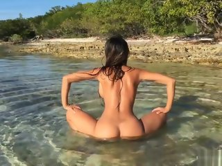 straight Asian Teen twerking nude in public beach amateur